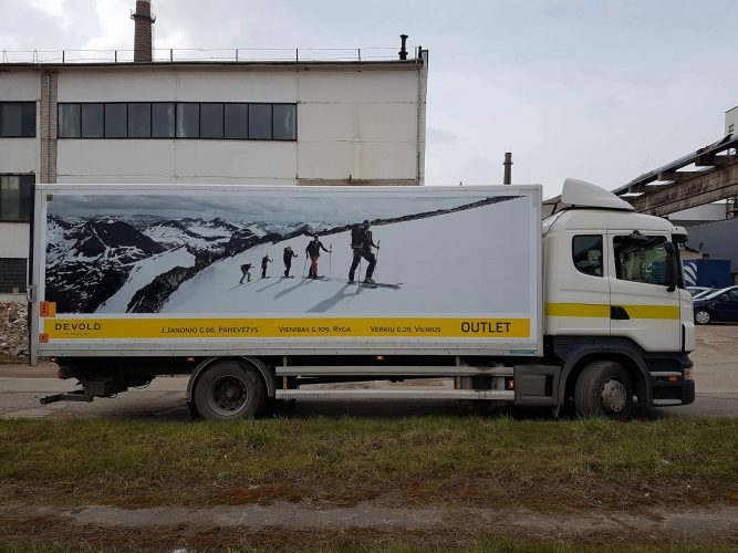 Reklama ant automobilio  Devold   spalvotareklama.lt