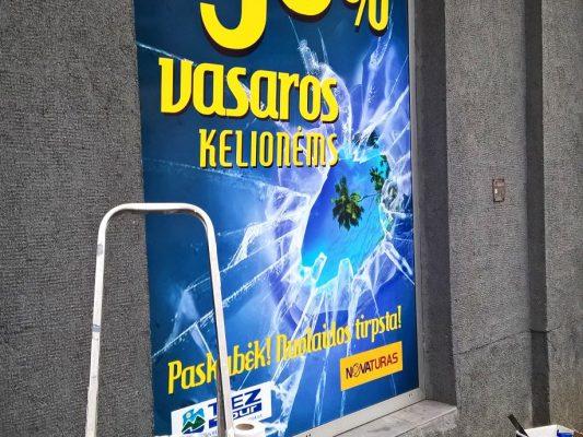 Reklama ant vitrinų | Spalvota Reklama