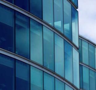 Veidrodinė plėvelė | Saulę atspindinti plėvelė langams - spalvotareklama.lt