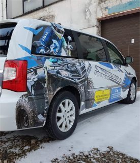 Reklama ant automobilio | Spalvota Reklama