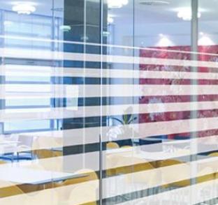 Dekoratyvinė šerkšno plėvelė | Plėvelės stiklams - spalvotareklama.lt